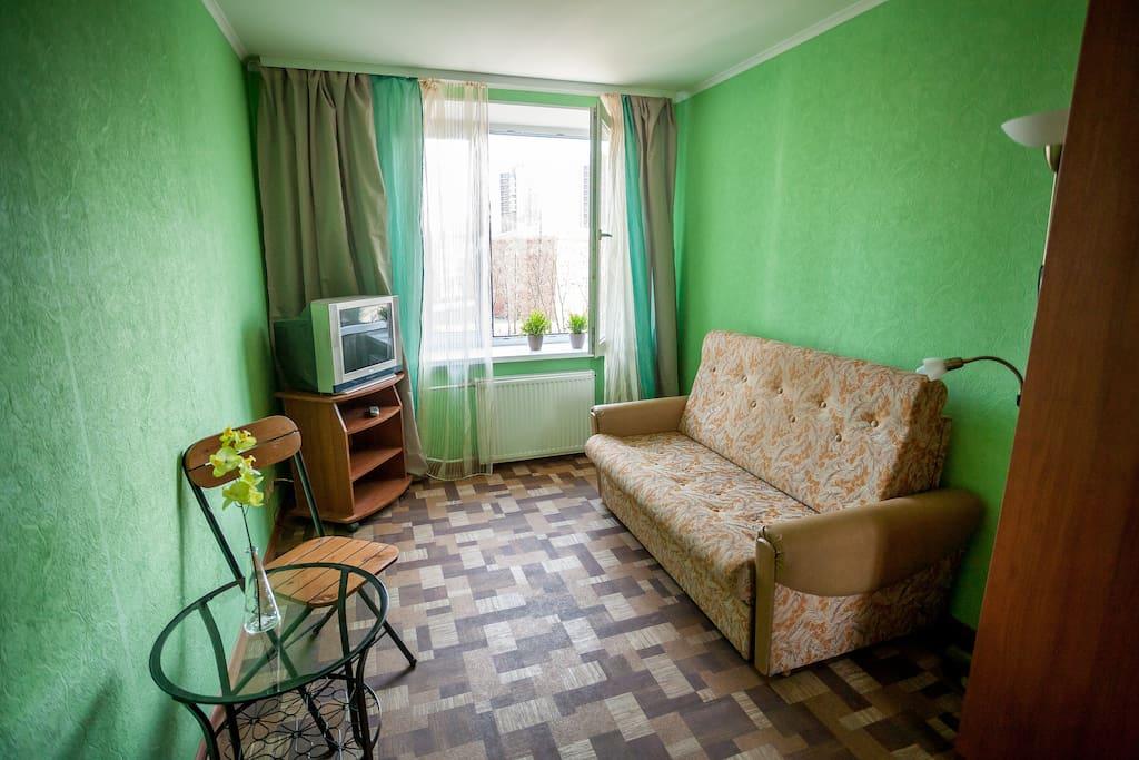 Во второй комнате раскладной 2-х спальный диван.
