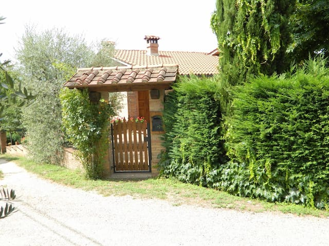 Beautiful house, peaceful and panoramic position - Pievescola - House