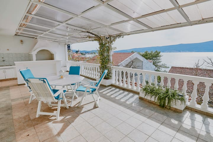 🌅Bayview 1BR Large Terrace close to Sea & Beach ⛵