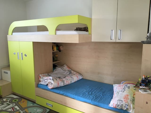 Simple room with two beds - Trenčín - Talo