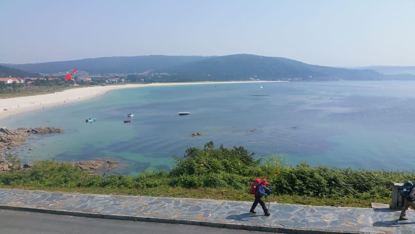 Junto Camino d Santiago primera línea de playa