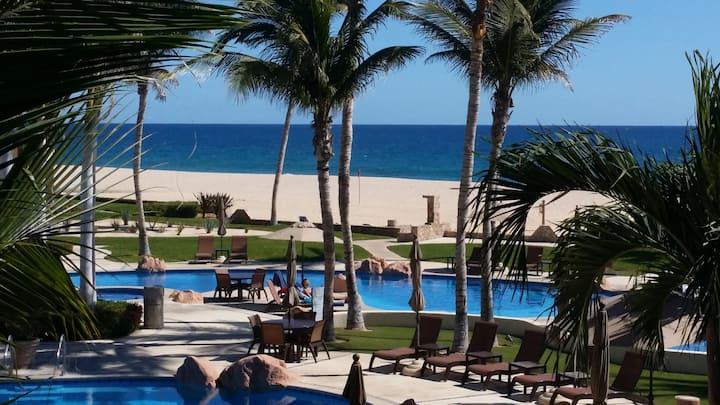 Beachfront luxury condo -Resort Amenities-sleeps 6