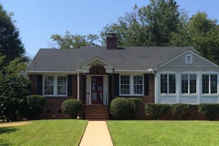 Summerville Brick Home - Haus