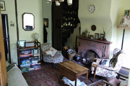 Quaint old cottage with log fire in Norfolk UK - Downham Market - House