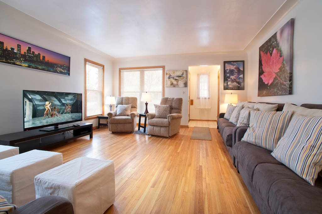 Living Area has 55 inch HDTV, Cable TV with ESPN and Cartoon channels for big and little kids!