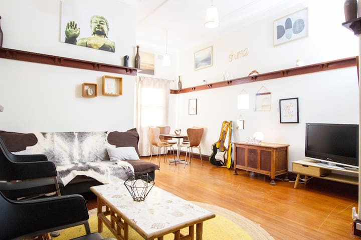 Bondi Beach Charming apartment + Sunny Balcony