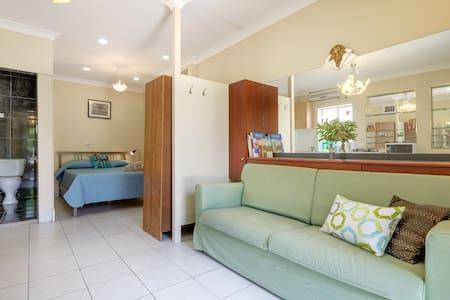 Bright studio apartment in Upper Mount Gravatt - Upper Mount Gravatt - Apartemen