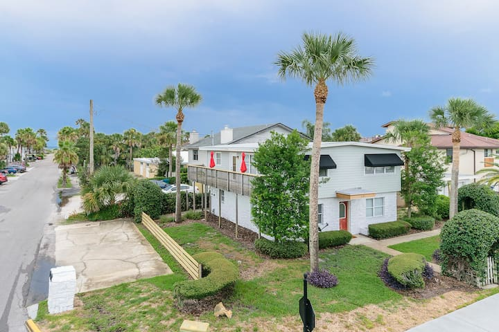 Neptune Bch Luxury Home - Upper Suite w/ Balcony