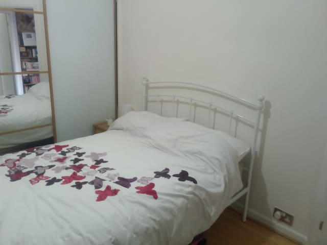 Cosy double room in friendly, family home.