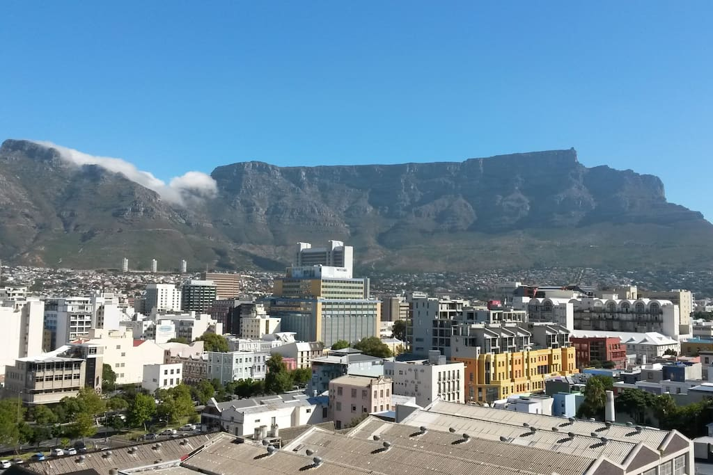 Panoramic views of the City Bowl and Table Mountain.