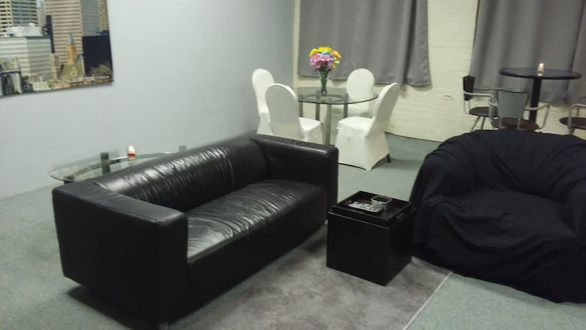 Huge 4 room apartment with a Penthouse feel - Meriden - Apartment
