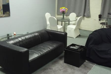 Huge 4 room apartment with a Penthouse feel - Meriden - Huoneisto
