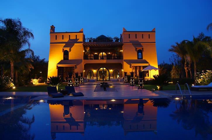 Luxuosa villa 6 quartos marrakech villas for rent in for Airbnb marrakech
