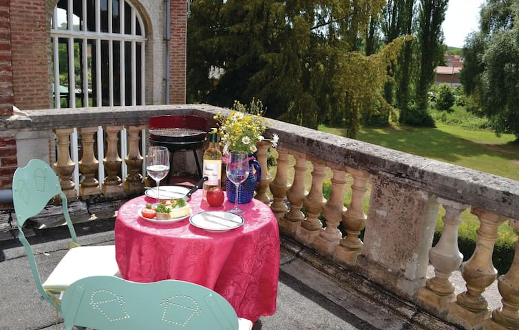 Holiday apartment with 1 bedroom on 50m² in Marconne