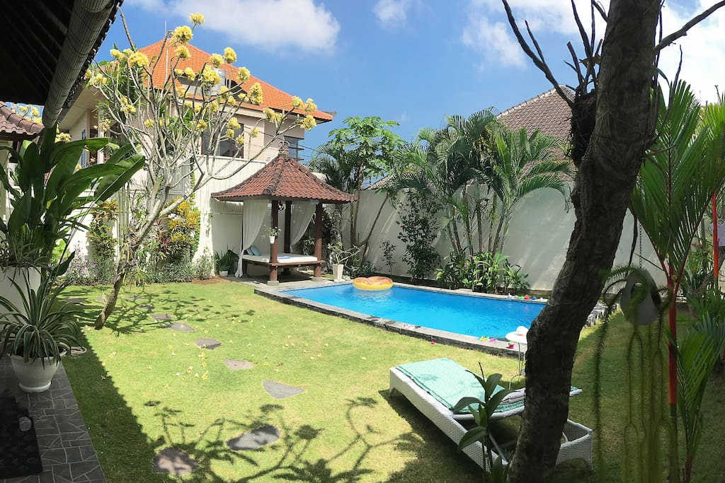 Large Garden with Gazebo to chill at the private pool