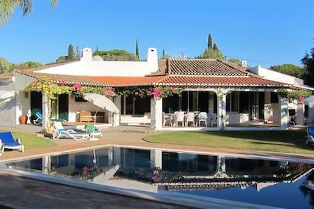 Villa Fumone / In-between Penina & Morgado Golf - Mexilhoeira Grande / Portimão