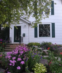 Downtown Excelsior Charming Cottage Duplex - Excelsior