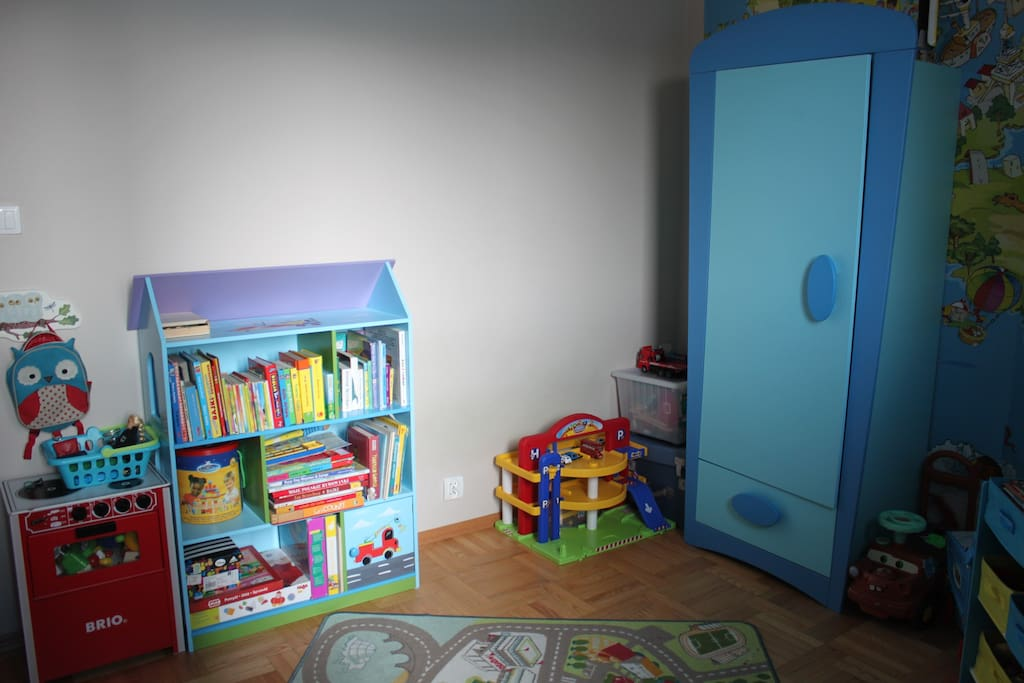 Child room (toys, books, kitchen)