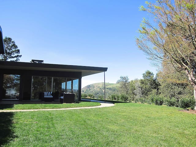 Midcentury in Marin - Kentfield - House