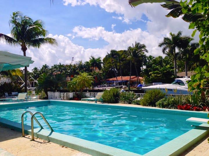 The Royal Palm Villa - Waterfront