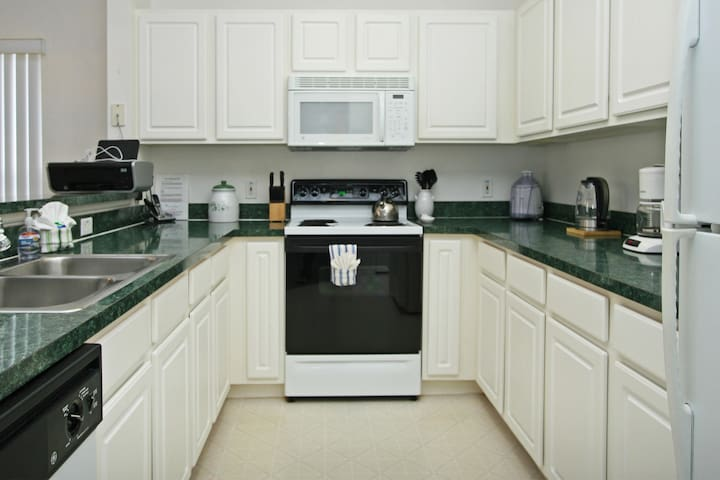 Great kitchen with all the amenities you could want.