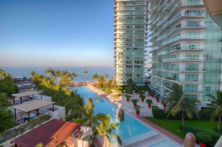 Icon vallarta, Ocean view Condo by Philippe Stark!