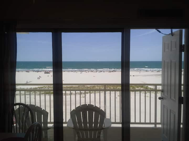 DIRECT OCEANFRONT- SLEEPS 6- Available 9/14-18