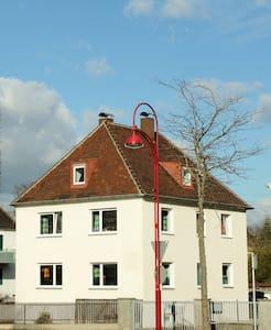 Schlafplatz70 - Übernachtungen - Gersthofen - Rumah