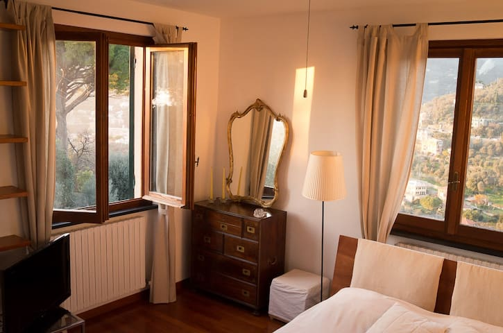 Charming room in villa with pool  - Recco