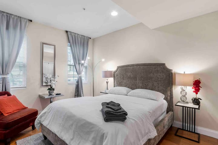 Central&Luxurious Private Room with Shared Bath