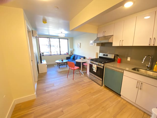 Luxury Apt one bedroom near subway & all 2A