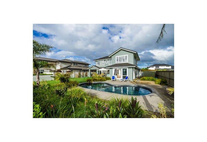 Luxurious villa private room in Karaka, Auckland
