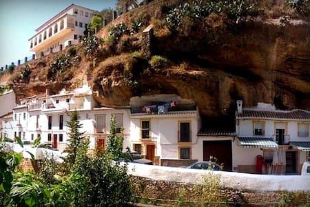 The Cave House - Setenil de las Bodegas - Rumah Bumi