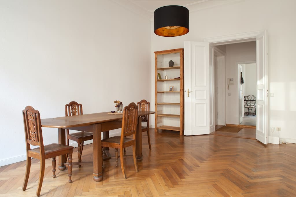 Charming 3 room jugend apartment apartamentos en for Apartamentos en berlin