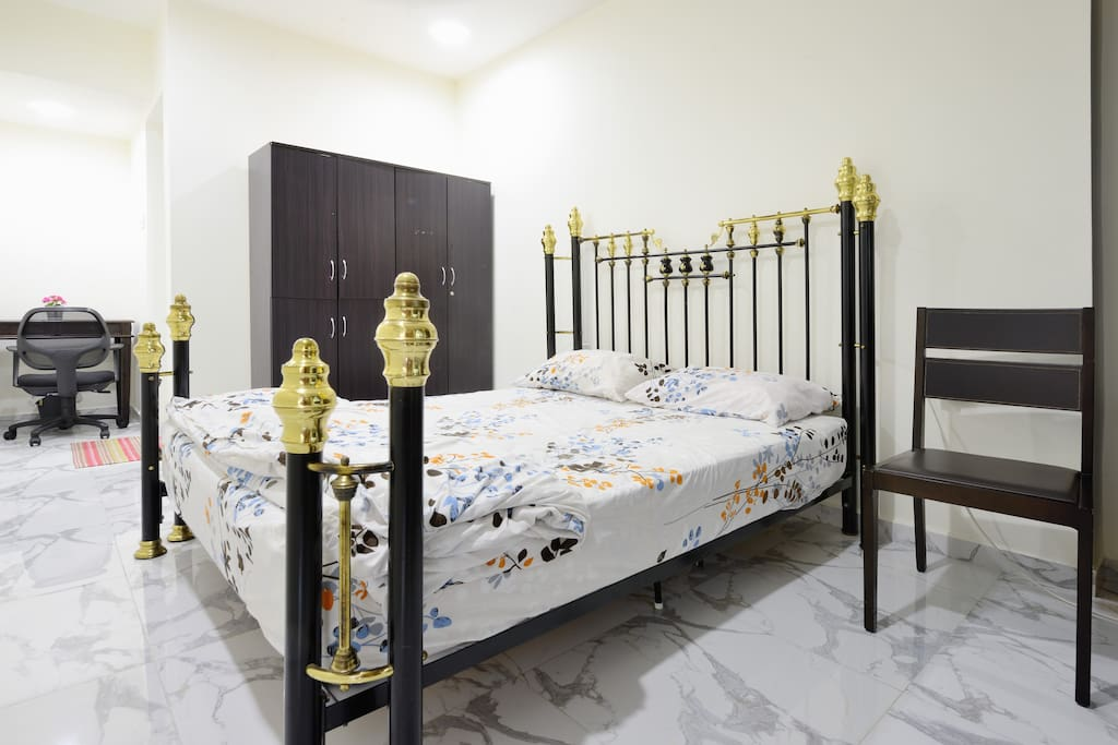 Queen size bed for couple or a family of three <3. Ample walking space in this spacious superb super master bedroom of the house.