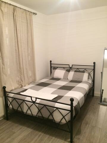 beautifully family room - Southall - Rumah