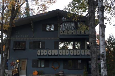 """Loft """"Le Cervin"""" Maison en montagne - Lac Beauport"""