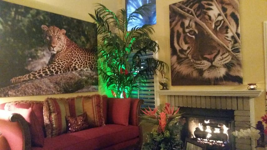 Safari Condo Home with Garage, Wifi & Pet Friendly