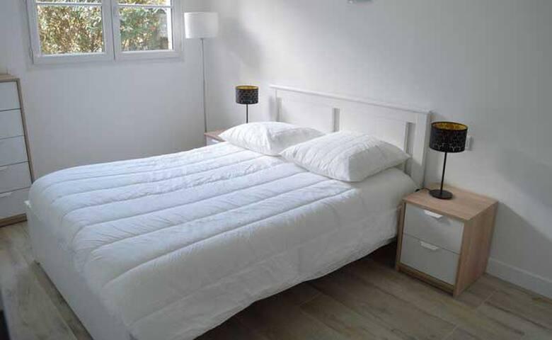 Votre chambre indépendante (entrée, WC, bain) !