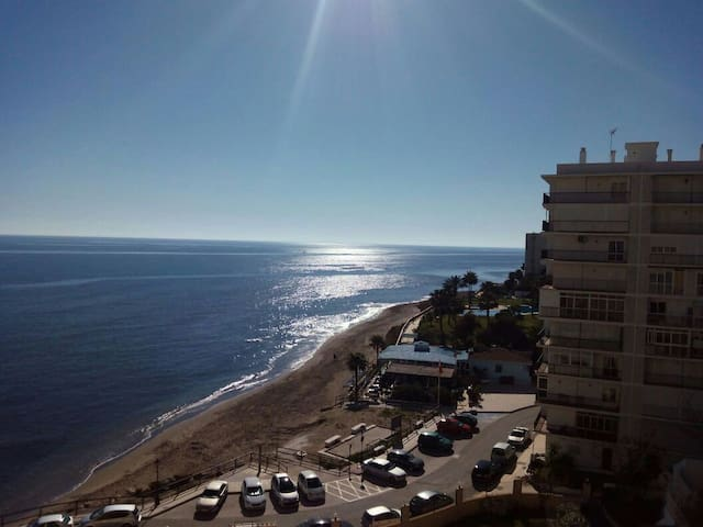Apartamento  primera linea de playa - sitio de calahonda - Huoneisto