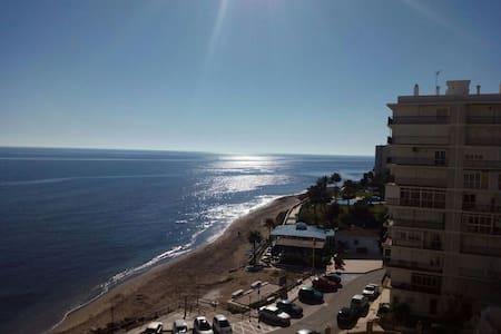 Apartamento  primera linea de playa - sitio de calahonda - Wohnung