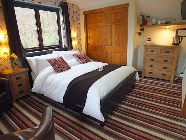 Stylish Room Overlooking Loch Ness - Dores - Inap sarapan