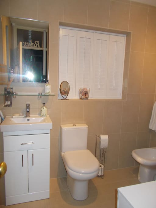 Fully tiled, brand new white suite includes bidet!