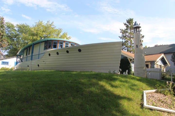 Gustdorf  Milwaukee Boathouse Historic Landmark!