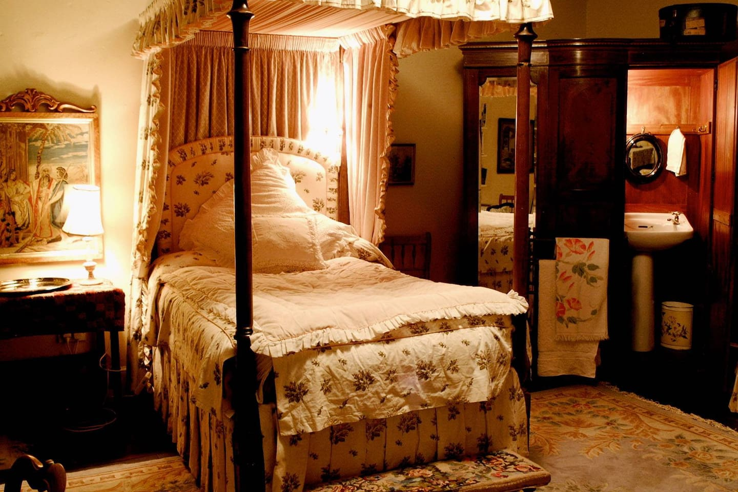 This room is €80 per night. The antique four-poster is in a spacious room. It has a comfortable double bed. Have the treat of breakfast brought to your room, in courses.  All our rooms are supplied with complimentary bottled water, tissues, chocolate and