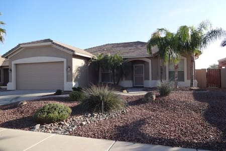 On Golf Course, Pool/Spa & Mt. View - Chandler - Haus