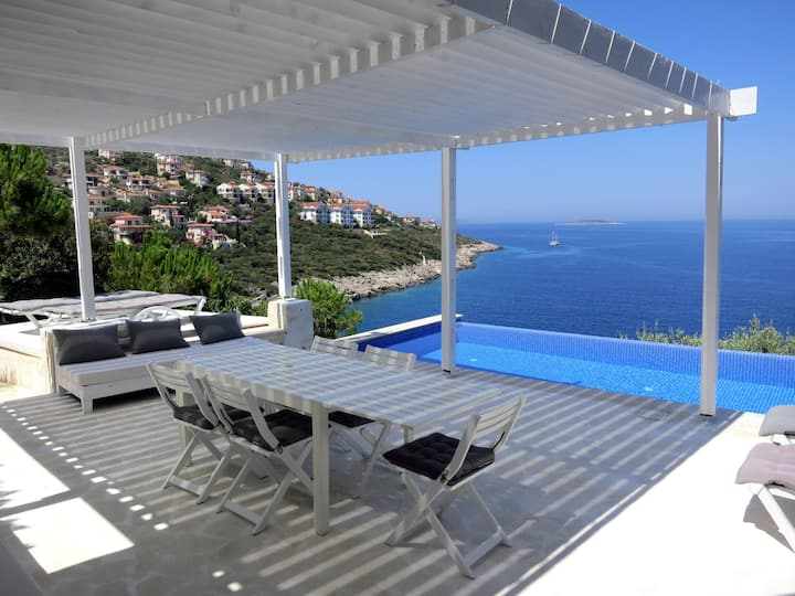 Breathtaking Sea View Villa, Pool & Access to Sea