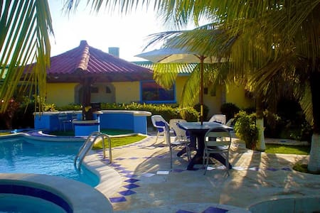 Hermosa cabaña con piscina, jacuzzi y cerca al mar - Salinas Del Rey