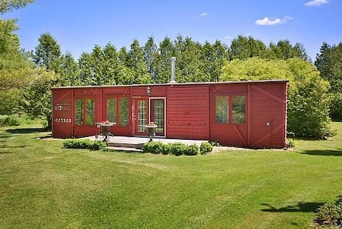 Utopian WOW 2 Bdrm Box Car Cottage! NO SMOKING/PET