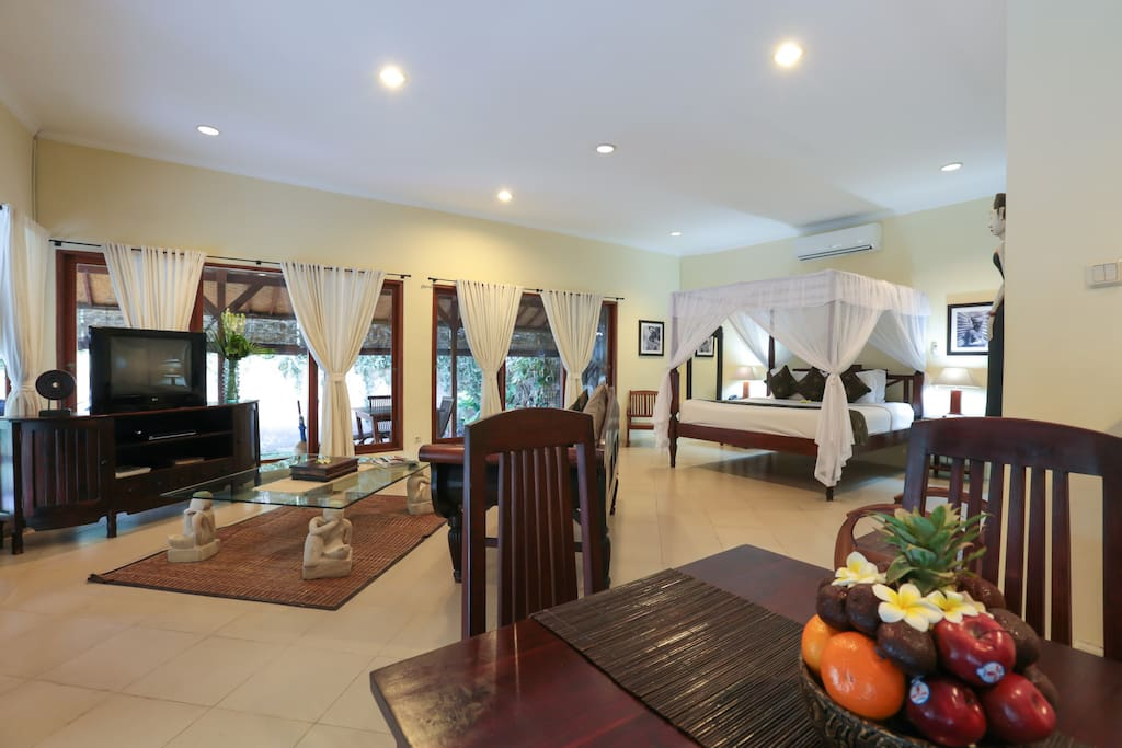 1 Bedroom Pool Close Style - Dinning & Living Area